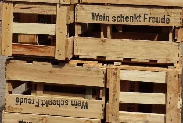 Wein schenkt Freud